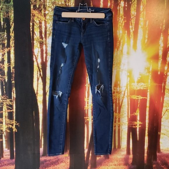✴(2/$25)✴ American Eagle Distressed Skinny Jeans
